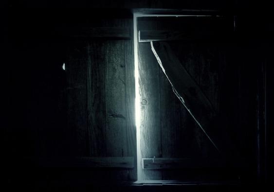 dark-1309884_1280